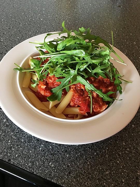 pasta mit thunfisch tomatensauce und rucola rezept mit bild. Black Bedroom Furniture Sets. Home Design Ideas
