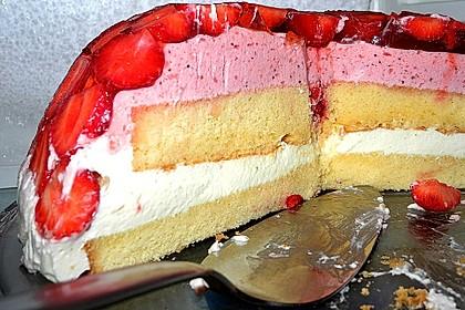 Mai - Torte mit Erdbeeren und Waldmeister 15