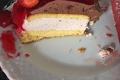 Mai - Torte mit Erdbeeren und Waldmeister 22