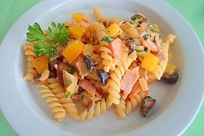 Nudeln mit pikanter Brunch - Käse  -  Soße (Bild)