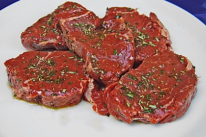 Rinderfilet vom Grill mit Mango - Preiselbeer - Chutney