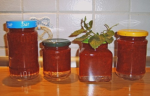 johannisbeer erdbeer marmelade mit alkoholisierten waln ssen rezept mit bild. Black Bedroom Furniture Sets. Home Design Ideas