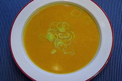 Kürbissuppe mit Lauchringelchen
