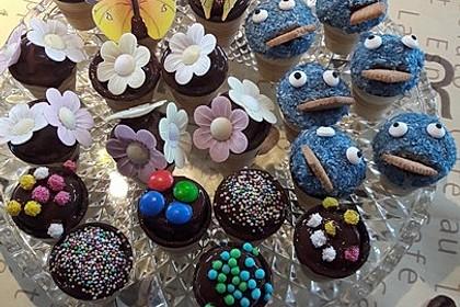 Kleine Kuchen im Waffelbecher 191