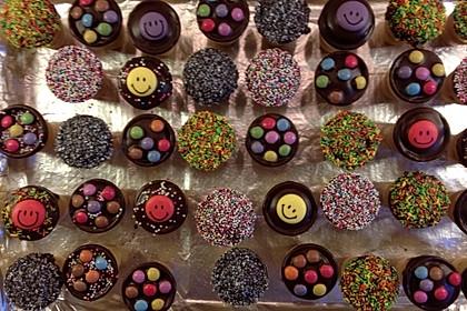 Kleine Kuchen im Waffelbecher 238