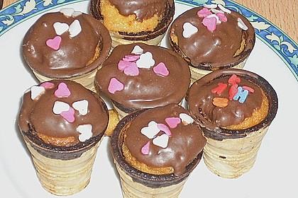 Kleine Kuchen im Waffelbecher 358