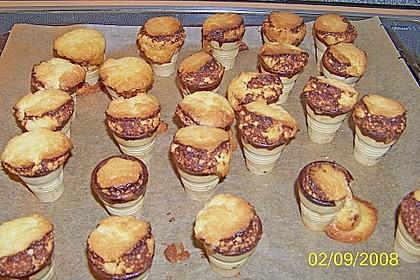 Kleine Kuchen im Waffelbecher 374