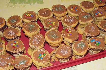 Kleine Kuchen im Waffelbecher 372