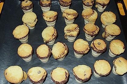 Kleine Kuchen im Waffelbecher 377