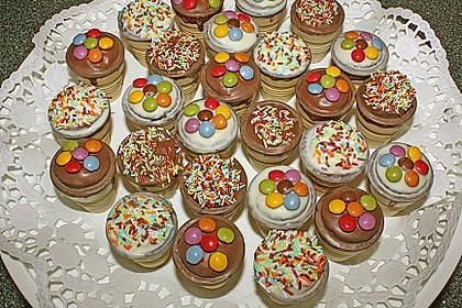 Kleine Kuchen im Waffelbecher 43