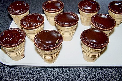 Kleine Kuchen im Waffelbecher 140