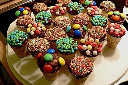 Kleine Kuchen im Waffelbecher 186