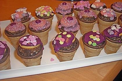 Kleine Kuchen im Waffelbecher 286