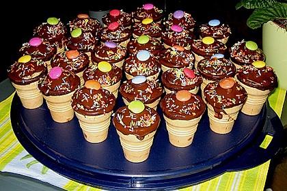 Kleine Kuchen im Waffelbecher 125