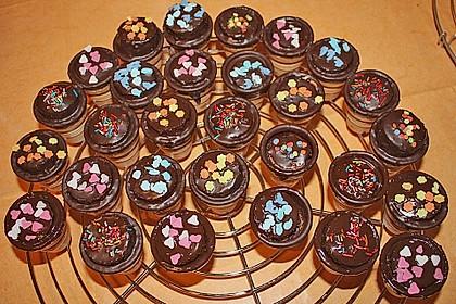 Kleine Kuchen im Waffelbecher 122
