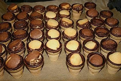 Kleine Kuchen im Waffelbecher 123