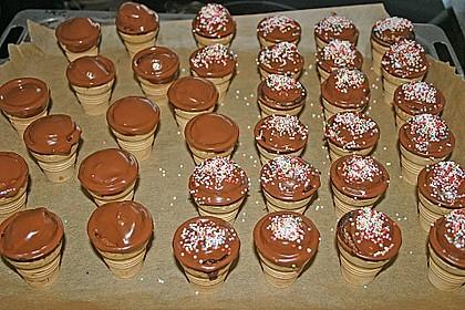Kleine Kuchen im Waffelbecher 327