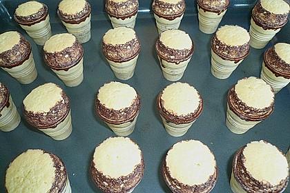 Kleine Kuchen im Waffelbecher 336