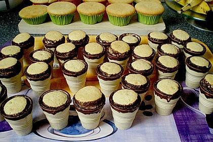 Kleine Kuchen im Waffelbecher 215