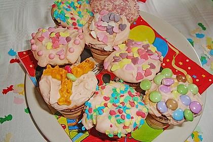 Kleine Kuchen im Waffelbecher 253