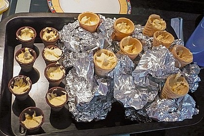 Kleine Kuchen im Waffelbecher 251