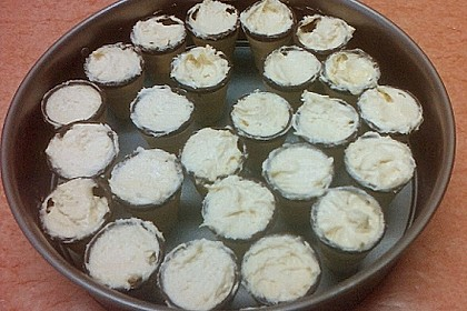 Kleine Kuchen im Waffelbecher 431