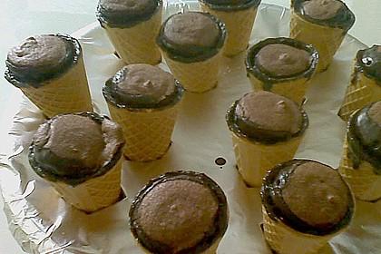 Kleine Kuchen im Waffelbecher 378