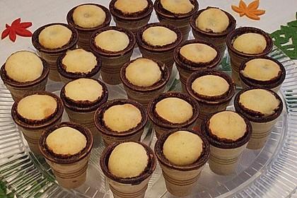 Kleine Kuchen im Waffelbecher 320