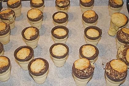 Kleine Kuchen im Waffelbecher 380
