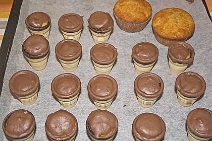 Kleine Kuchen im Waffelbecher 335