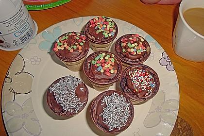 Kleine Kuchen im Waffelbecher 348