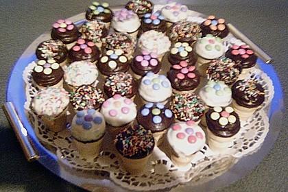 Kleine Kuchen im Waffelbecher 401