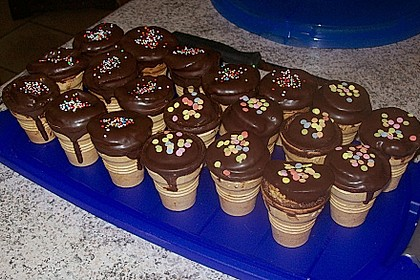 Kleine Kuchen im Waffelbecher 173