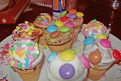 Kleine Kuchen im Waffelbecher 313