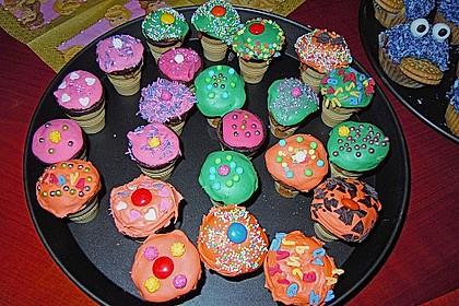 Kleine Kuchen im Waffelbecher 130