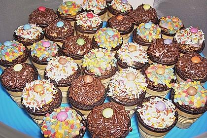 Kleine Kuchen im Waffelbecher 281