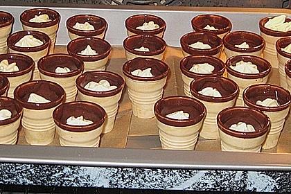 Kleine Kuchen im Waffelbecher 277