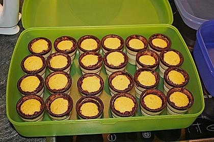 Kleine Kuchen im Waffelbecher 349