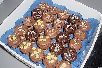 Kleine Kuchen im Waffelbecher 150