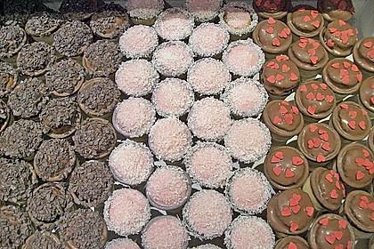 Kleine Kuchen im Waffelbecher 325