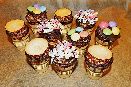 Kleine Kuchen im Waffelbecher 339