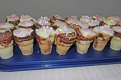 Kleine Kuchen im Waffelbecher 371