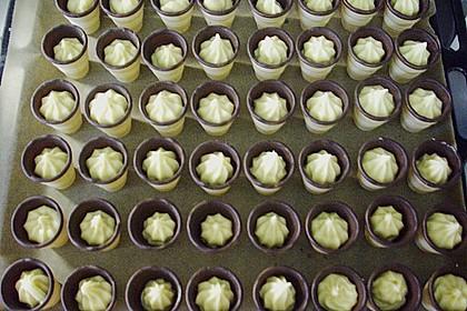 Kleine Kuchen im Waffelbecher 304