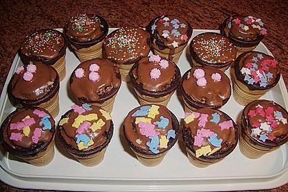 Kleine Kuchen im Waffelbecher 280