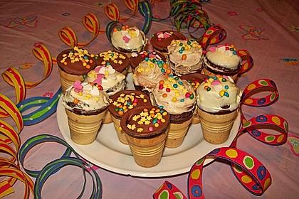Kleine Kuchen im Waffelbecher 97