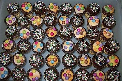 Kleine Kuchen im Waffelbecher 71