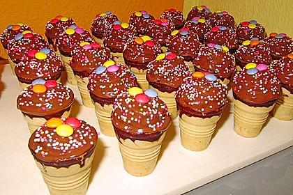 Kleine Kuchen im Waffelbecher 53