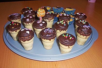 Kleine Kuchen im Waffelbecher 258