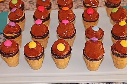 Kleine Kuchen im Waffelbecher 124