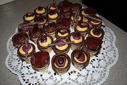 Kleine Kuchen im Waffelbecher 75